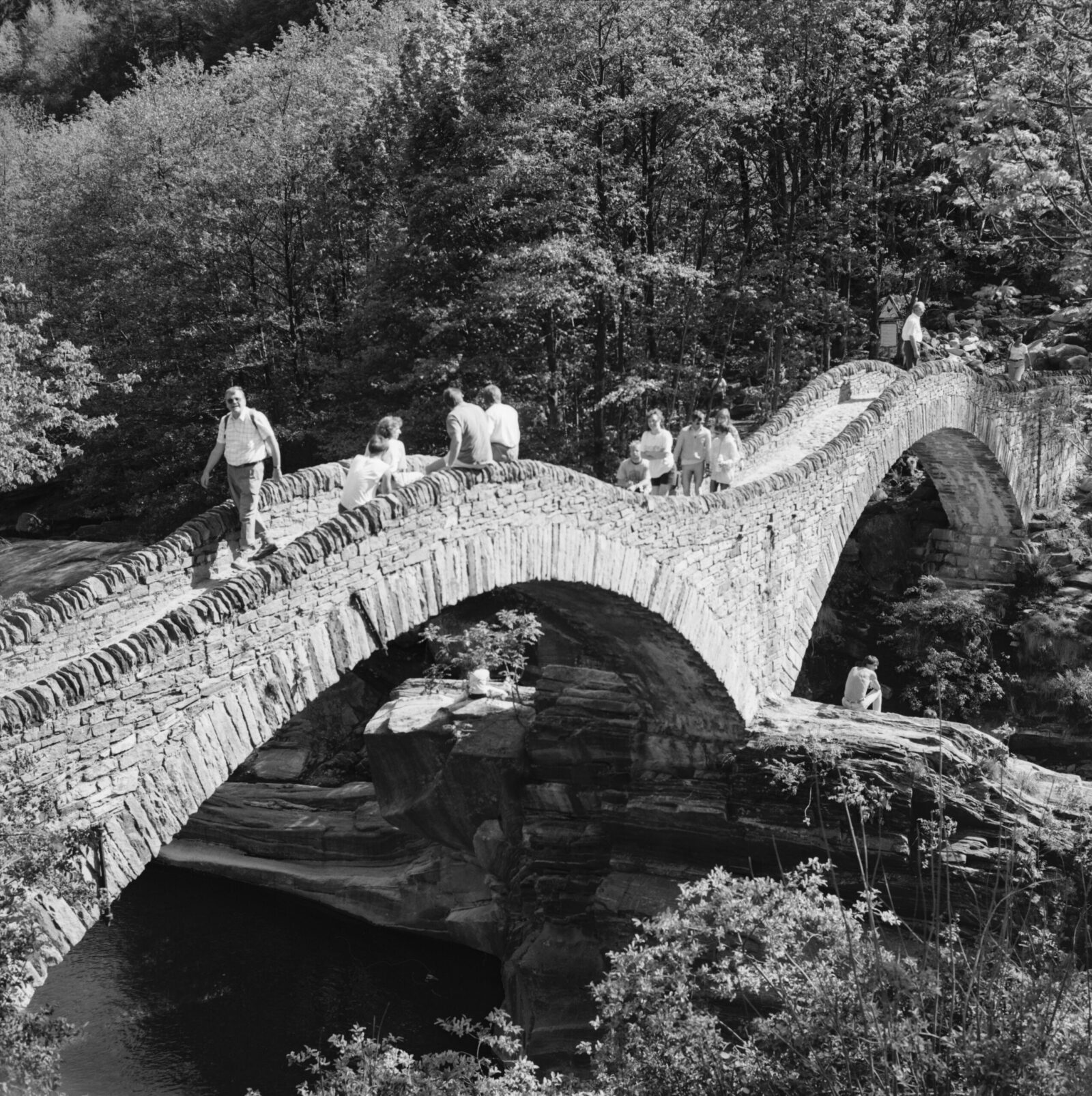 The beautifully curved Lavertezzo Bridge (Ponte dei Salti) dates back to the 17th century and is made of natural stone. It was partially destroyed in 1868 and rebuilt in 1960.