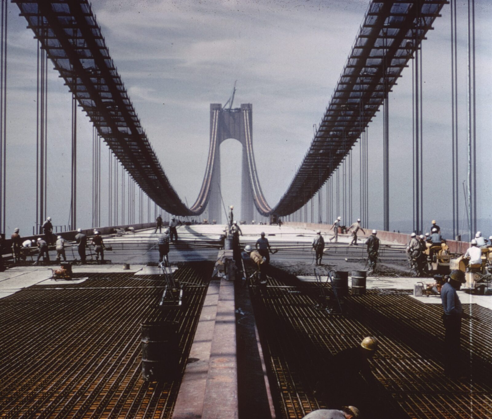The Verrazzano-Narrows Bridge during construction in 1964: more than 12,000 workers used a total of 200,000 kilometres of steel wire to make the bearing cables.
