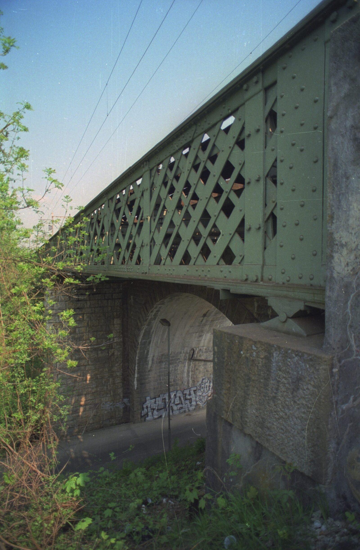 The Frenken Bridge (Frenkenbrücke) in Liestal (BL) from 1854 is the oldest preserved lattice truss railroad bridge in Switzerland.