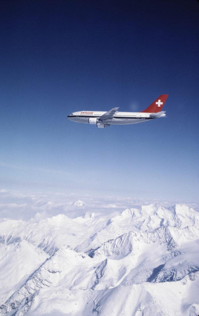 "Airbus A310-221, HB-IPD ""Solothurn"" im Flug über dem Mattertal nach Norden"