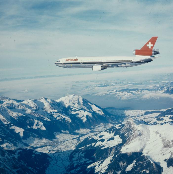 """McDonnell Douglas DC-10-30, HB-IHB """"Schaffhausen"""" im Flug über"""